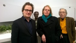 Antti Sorri (vas.), Timo Vuorio ja Tapani Laine johtavat keskustelua Elävän Kirjallisuuden Festivaalilla.