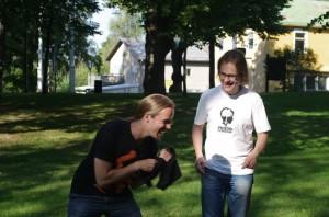 Juhanalle luovutettiin virallisesti t-paita, mutta toimitettiinko sitä koskaan perille? Selvitetään! :-)