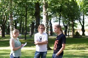 Suomen Akatemian tiedottaja haastattelee.